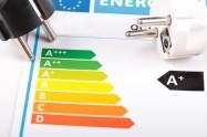 Une étiquette énergétique et deux prises élecriques